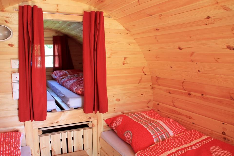 Schlafzimmer im Fasshotel