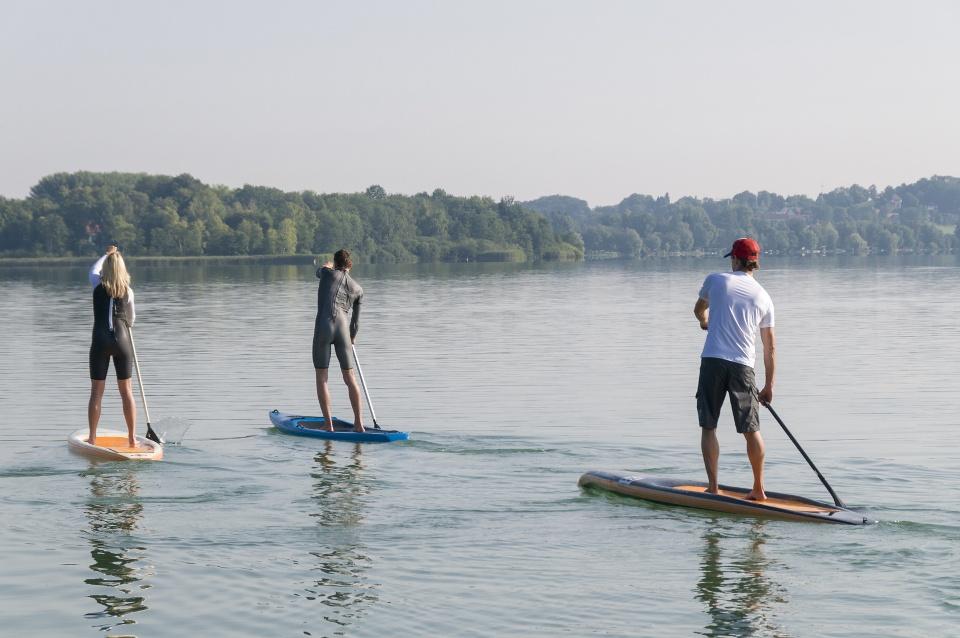 Stand Up Paddling Ausfahrt auf dem See