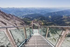 Treppen zur Aussichtsplattform am Dachstein
