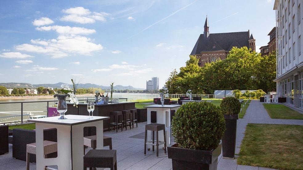 Blick von der Terrasse auf den Rhein, Ameron Hotel Königshof