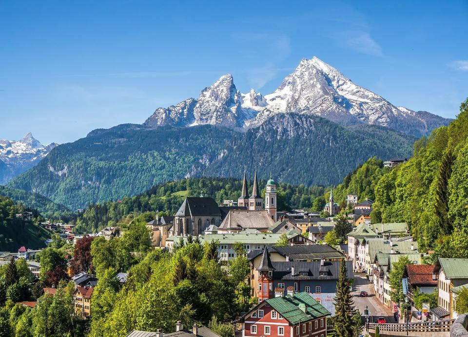 Berchtesgaden im Berchtesgadener Land mit Watzmann im Hintergrund