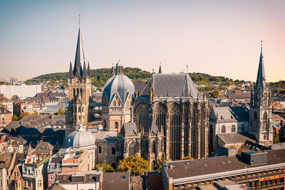 Aachener Dom - Eifel mit Ahrtal und Aachen