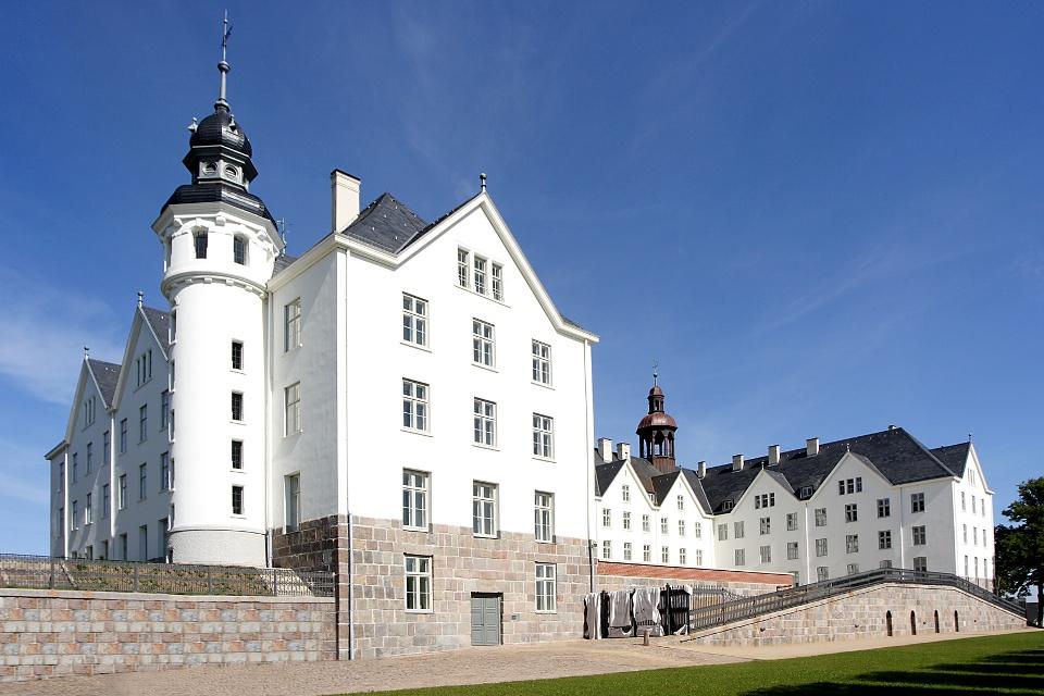 Plöner Schloss am Radweg Holsteinische Schweiz