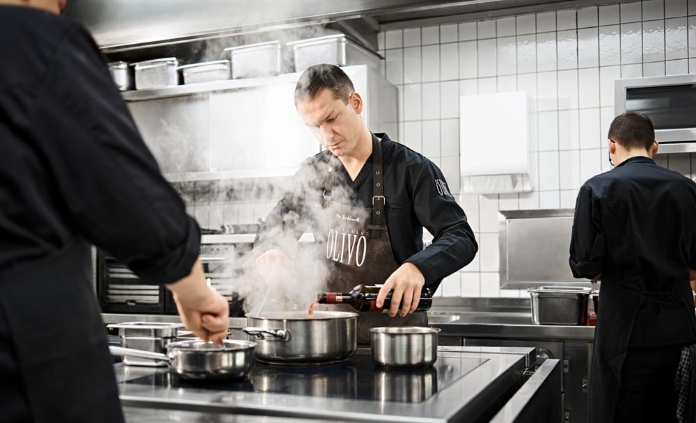 Nico Burkhardt in der Küche