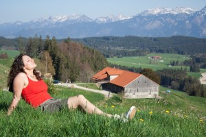 Sonnenbad auf einer Alpenwiese, Landhaus Ohnesorg Nesselwang