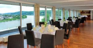 Restaurant mit Panoramafenstern