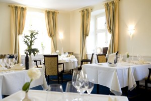 Innenraum im Restaurant s'Herrehus im Schloss Reinach, Valentinstag
