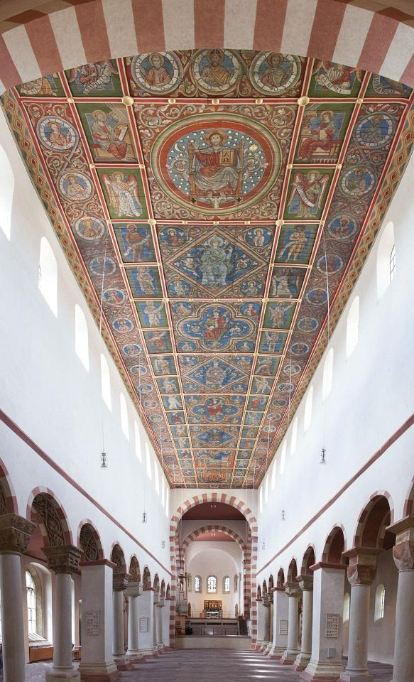 St. Michael, Mittelschiff, Blick nach Westen mit Bilderdecke